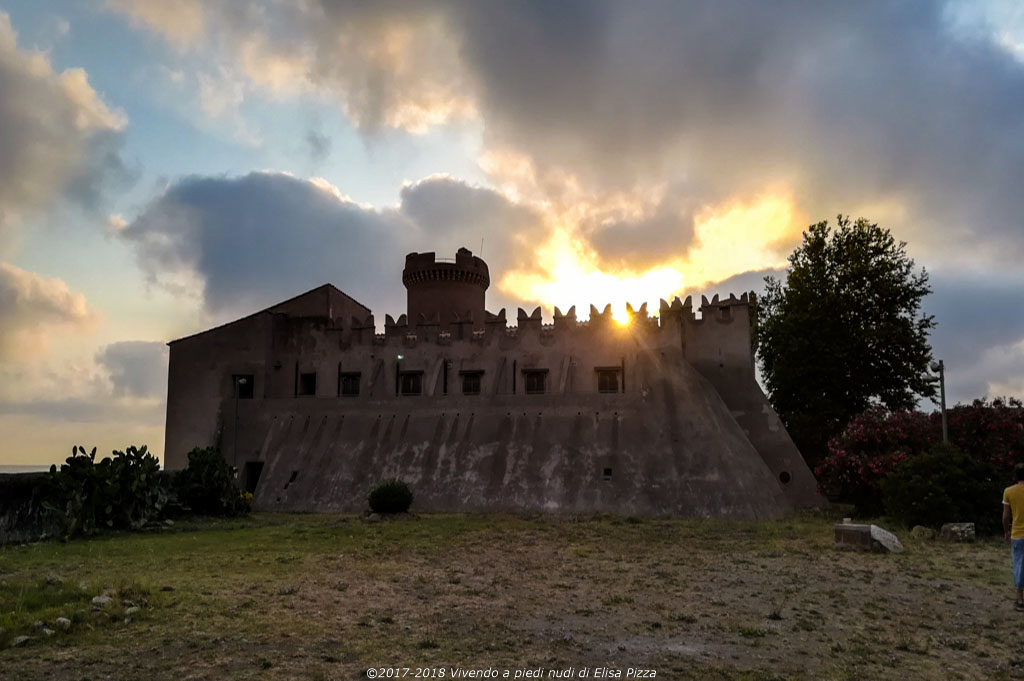 sole castello tramonto merlatura