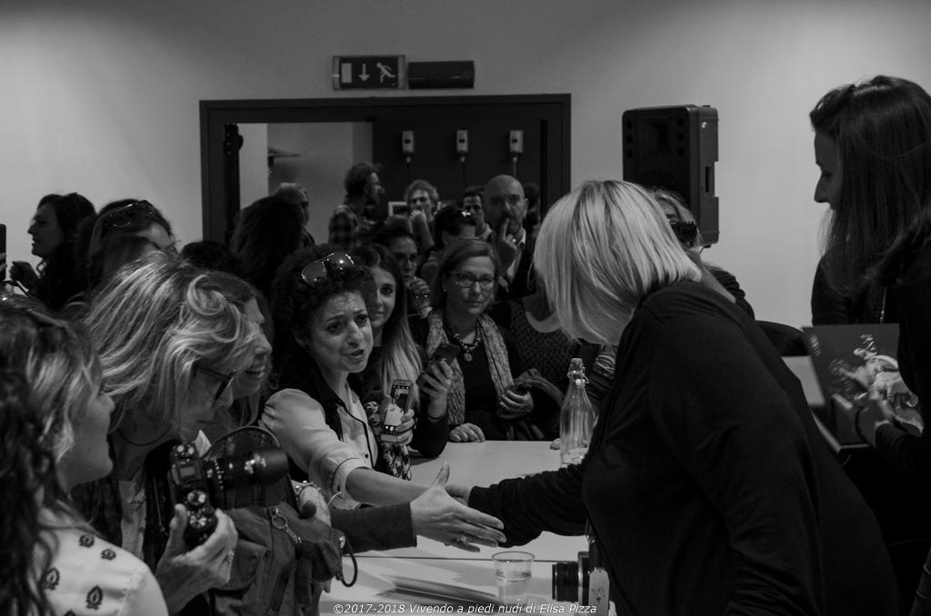 salone editoria sociale roma battaglia pubblico mani